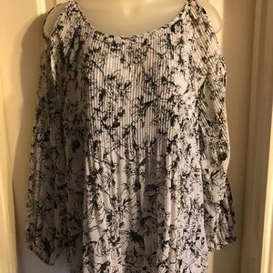 Belle Sky black and white cold shoulder top Sz L